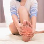 【足がつって痛い!】現代女性に多いその原因と予防方法はこれ!