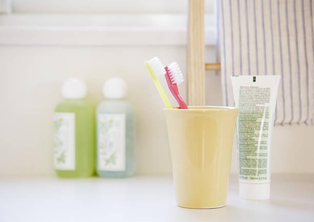 【2】普段使用している歯ブラシの臭いを嗅ぐ