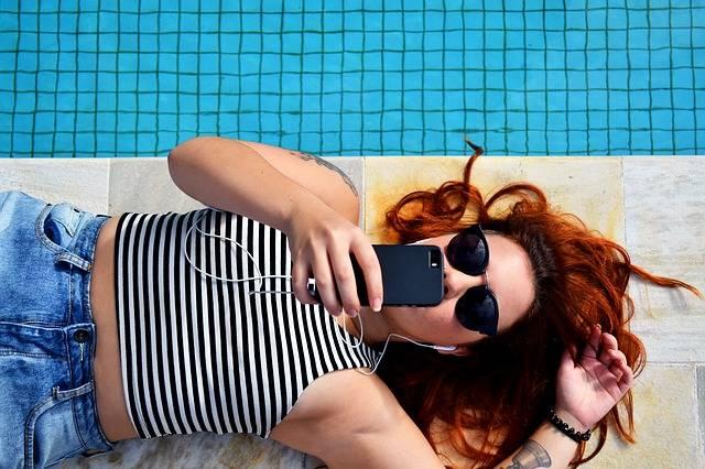Free photo: Earphones, Female, Lying Down - Free Image on Pixabay - 1834824 (3866)