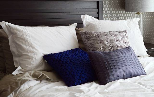 Free photo: Bed, Pillows, Headboard, Bedroom - Free Image on Pixabay - 2167288 (7035)