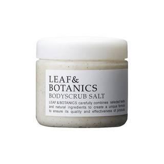 天然由来スクラブ成分の塩とクルミ殻に加え、吸着作用のあ...