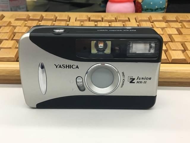 なんてこと無い、簡易的なフィルムカメラです。