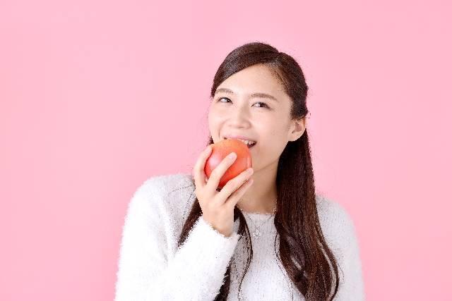 リンゴをかじる女性|写真素材なら「写真AC」無料(フリー)ダウンロードOK (2)