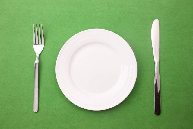 お皿とナイフとフォーク1 写真素材なら「写真AC」無料(フリー)ダウンロードOK (134)