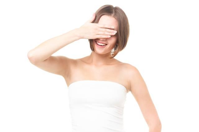 美容のインタビューで自ら目線を隠す女性|フリー写真素材・無料ダウンロード-ぱくたそ (419)