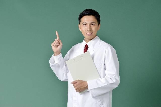 診断書を持つ白衣を着た男性3|写真素材なら「写真AC」無料(フリー)ダウンロードOK (475)