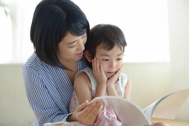 母と子 読書13|写真素材なら「写真AC」無料(フリー)ダウンロードOK (526)
