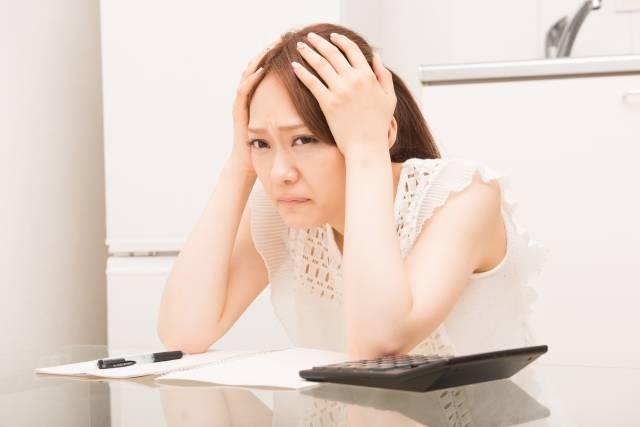 頭を抱える女性4|写真素材なら「写真AC」無料(フリー)ダウンロードOK (1155)