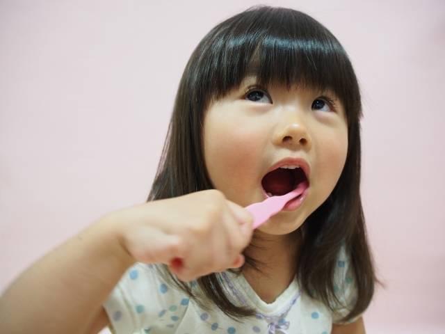 歯磨きをする女の子4|写真素材なら「写真AC」無料(フリー)ダウンロードOK (1423)