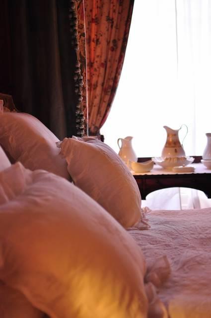 マナーハウスのベッド|フリー写真素材・無料ダウンロード-ぱくたそ (2787)