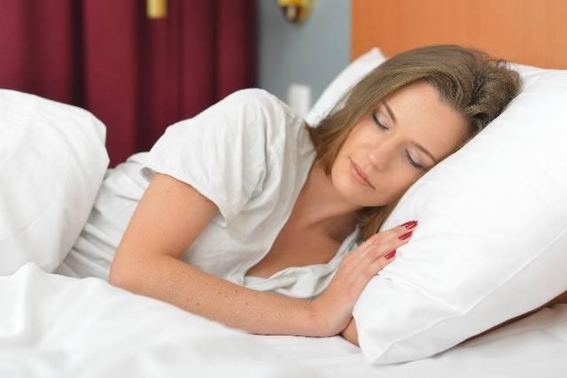 ホテル 眠る女性12|写真素材なら「写真AC」無料(フリー)ダウンロードOK (2907)