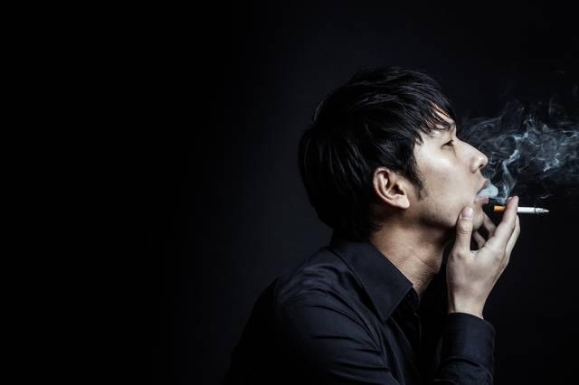 煙たい男性|フリー写真素材・無料ダウンロード-ぱくたそ (2931)