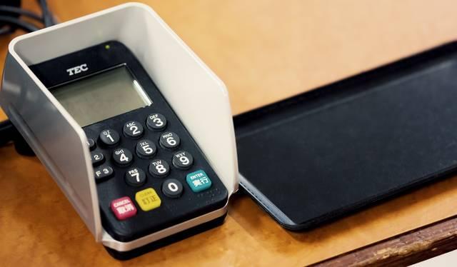 お会計とクレジットカードの暗証番号|フリー写真素材・無料ダウンロード-ぱくたそ (3361)