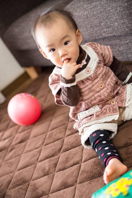 指を咥えた赤ちゃん|フリー写真素材・無料ダウンロード-ぱくたそ (3436)