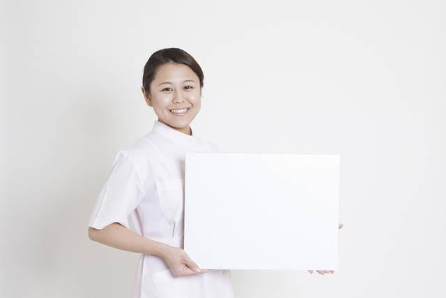 説明をする歯科助手 (m015-285) | 無料人物写真フリー素材の【ビジトリーフォト】商用利用OK (3806)