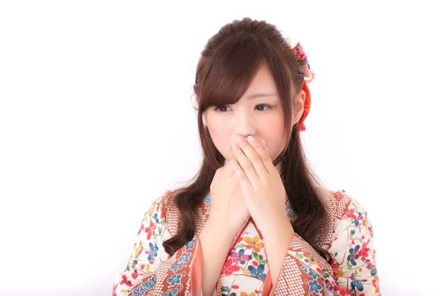 口元を抑える着物姿の女性|フリー写真素材・無料ダウンロード-ぱくたそ (4050)