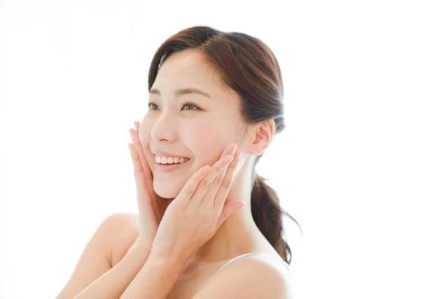 頬に手を触れる女性8|写真素材なら「写真AC」無料(フリー)ダウンロードOK (4091)