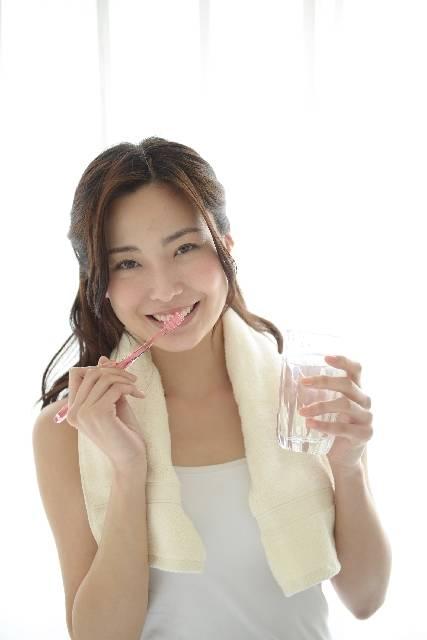 歯磨きをする女性14|写真素材なら「写真AC」無料(フリー)ダウンロードOK (5409)