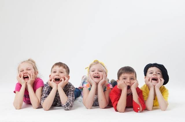 外国人の子供達58|写真素材なら「写真AC」無料(フリー)ダウンロードOK (5496)