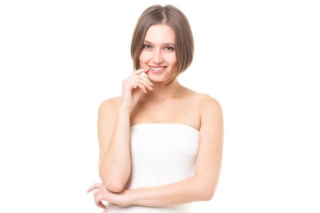 ボディケアを欠かさないロシア人美女|フリー写真素材・無料ダウンロード-ぱくたそ (7817)