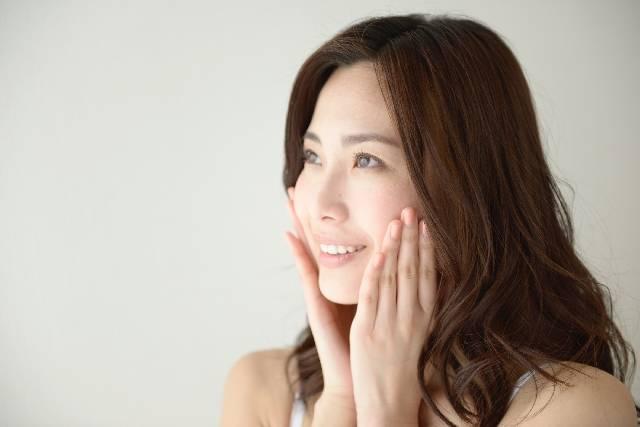 頬に手を当てる女性11|写真素材なら「写真AC」無料(フリー)ダウンロードOK (9806)