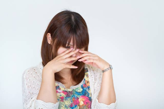 悲しくて泣き出す女性|フリー写真素材・無料ダウンロード-ぱくたそ (10748)