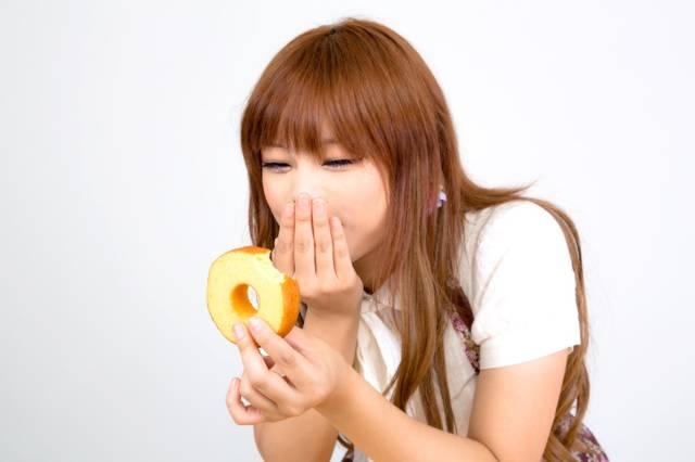 うわっ、このバームクーヘン美味しすぎ!?|フリー写真素材・無料ダウンロード-ぱくたそ (10869)