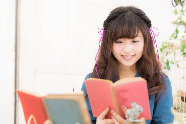 読書好き女子|フリー写真素材・無料ダウンロード-ぱくたそ (10873)
