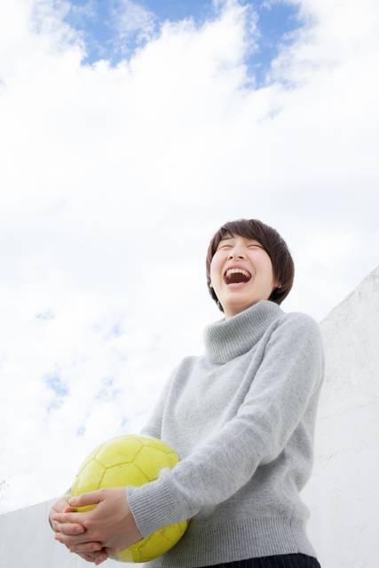 笑顔の女子サッカー部OG|フリー写真素材・無料ダウンロード-ぱくたそ (11096)