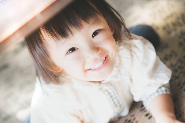 満面の笑みの女の子 フリー写真素材・無料ダウンロード-ぱくたそ (11613)