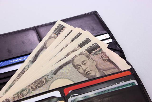 [フリー写真] 財布の中の一万円札でアハ体験 -  GAHAG | 著作権フリー写真・イラスト素材集 (11679)