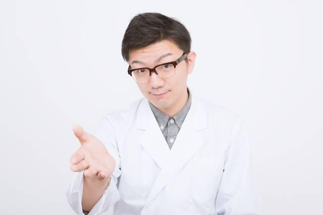 患者に提案する男性医師|フリー写真素材・無料ダウンロード-ぱくたそ (11706)
