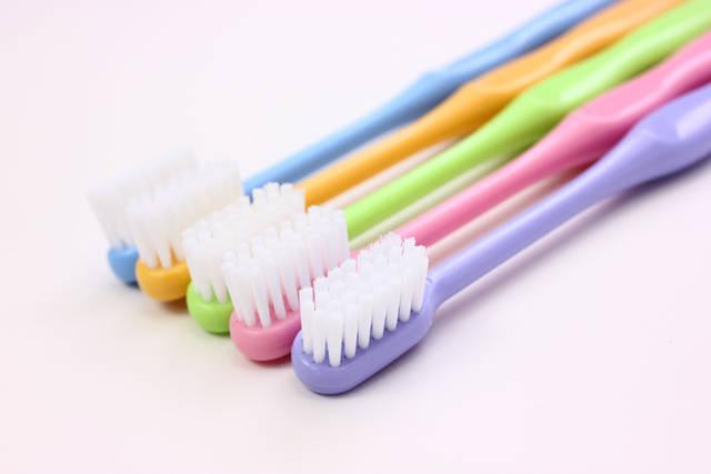[フリー写真] 並べられた5本の歯ブラシでアハ体験 -  GAHAG | 著作権フリー写真・イラスト素材集 (11799)