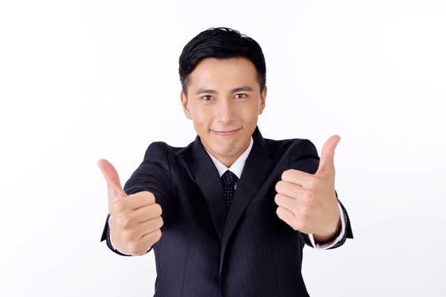 [フリー写真] 両手でいいねのポーズをするサラリーマン男性でアハ体験 -  GAHAG | 著作権フリー写真・イラスト素材集 (11800)