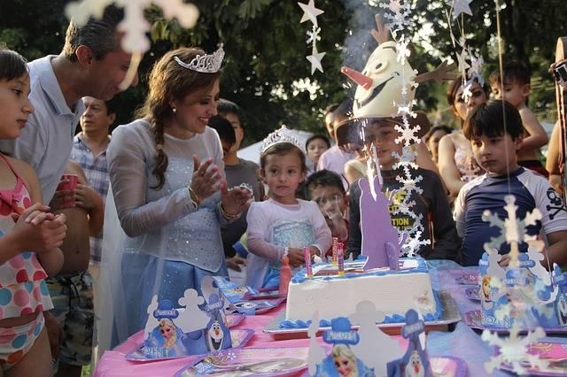 Free photo: Parents And Children, Birthday - Free Image on Pixabay - 1798199 (1113)