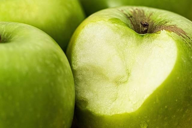 虫歯で歯が痛い時は、気持ちよくリンゴも噛めません…