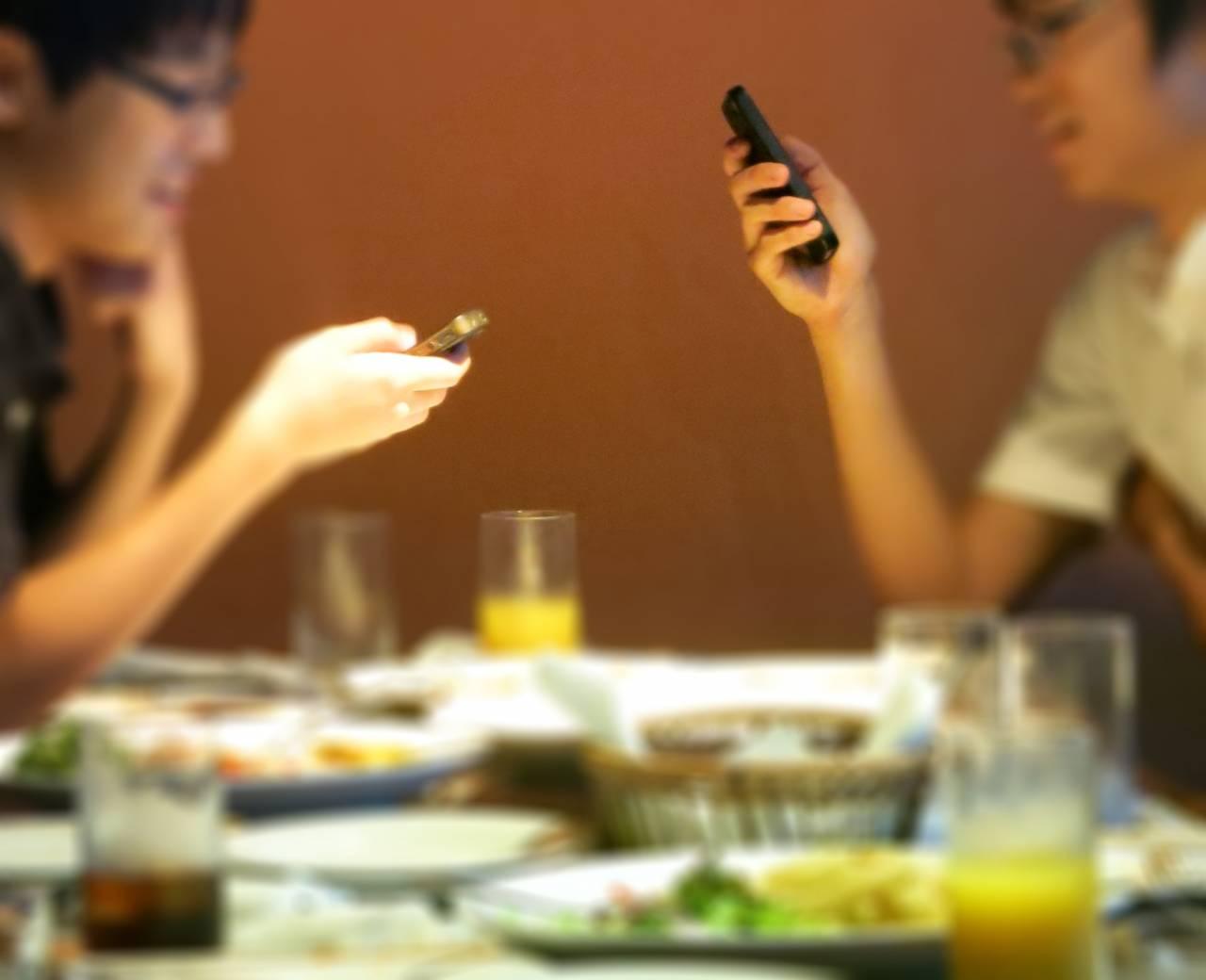 Hey!Say!JUMPメンバーが警鐘「食事中にスマホいじるのはありえない」