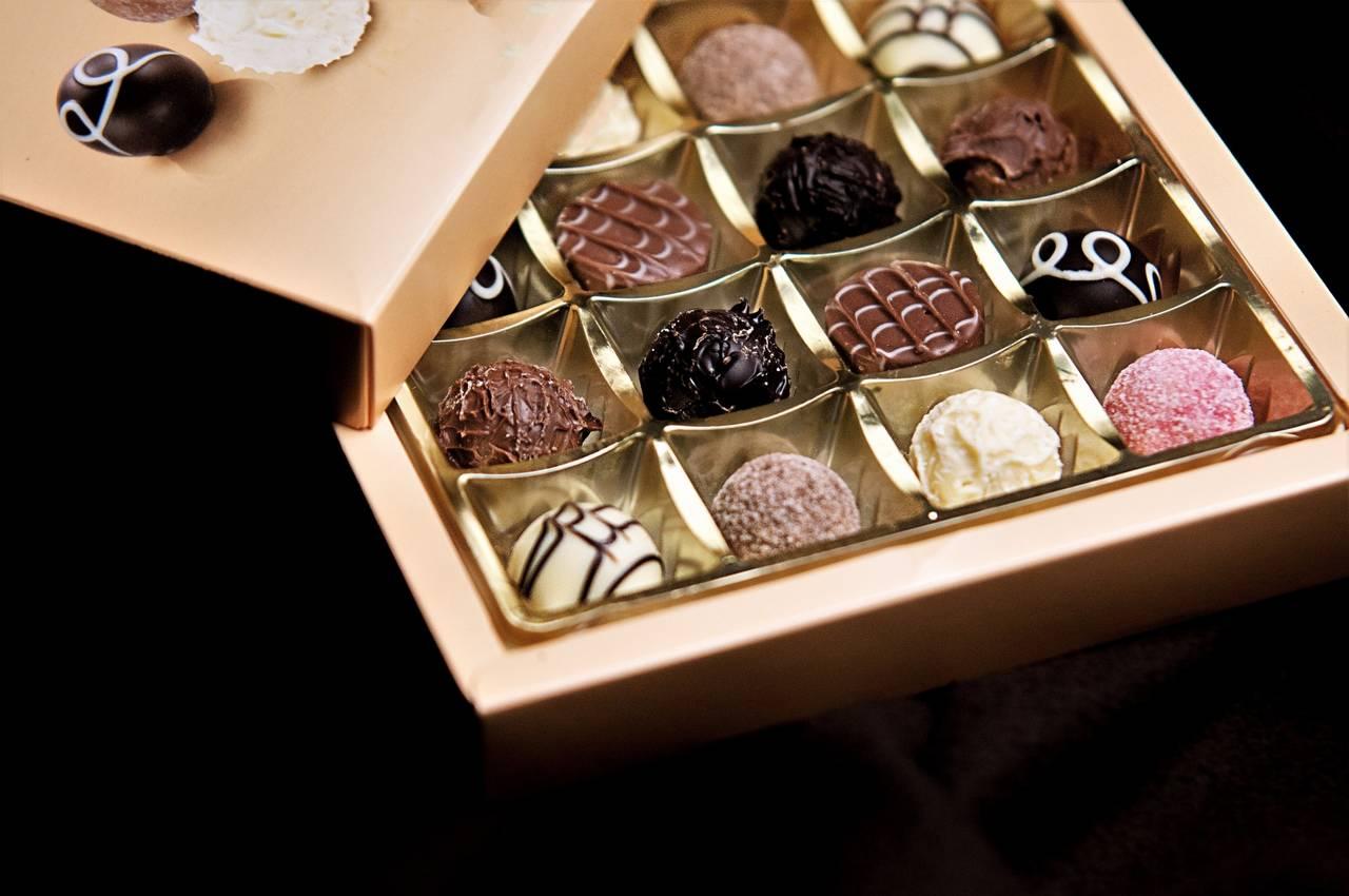 嵐ベスト、パッケージの高級感が話題に「高級チョコ入ってそう」「GODIVAかと思った」