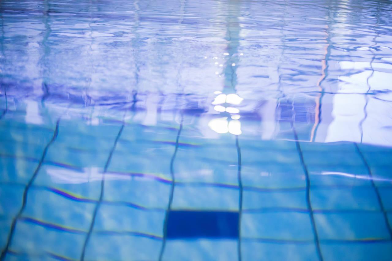 キンプリ岸が『右足が沈む前に左足を出せば水面を走れる』説をまさかの立証!科学を超えたと話題に