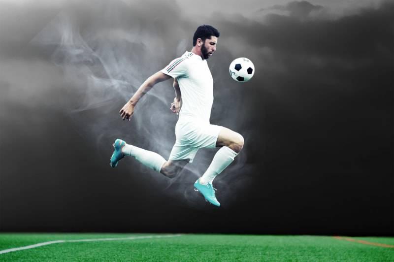 サッカー選手お手柄ニュースもユニフォームに書かれた謎の文字にネット騒然「気になって内容が頭に入らない」