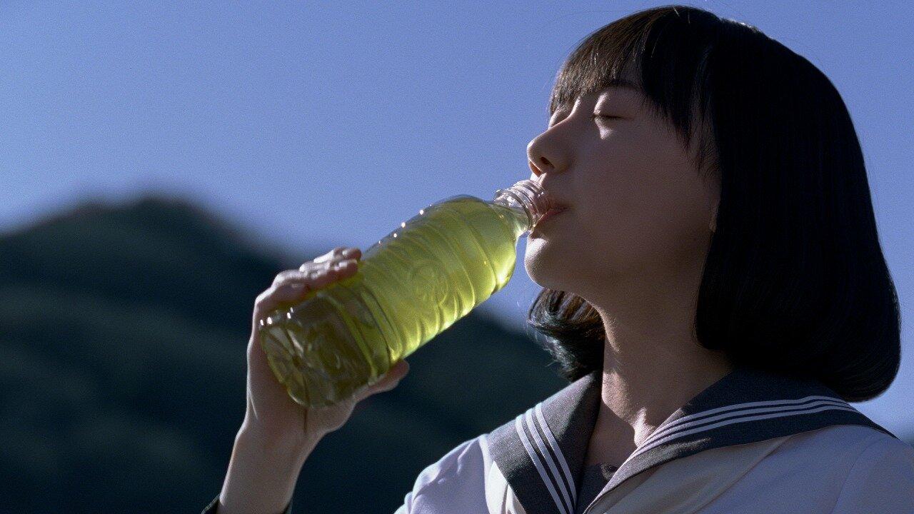 芦田愛菜、「伊右衛門」新CMで本木雅弘と共演「一目惚れしちゃうような緑」