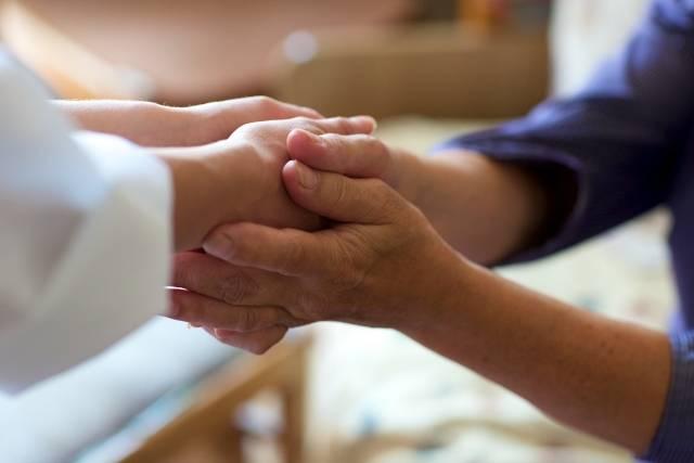 両手で握手する手元3|写真素材なら「写真AC」無料(フリー)ダウンロードOK (439)