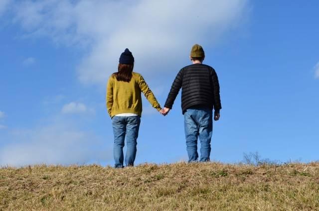 手をつなぐ夫婦|写真素材なら「写真AC」無料(フリー)ダウンロードOK (485)