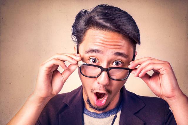 [フリー写真] 眼鏡をかけて驚く外国人男性でアハ体験 -  GAHAG | 著作権フリー写真・イラスト素材集 (852)