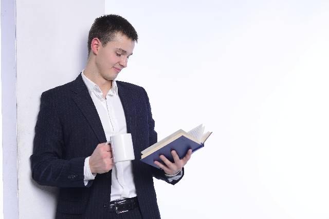 読書をする男性2|写真素材なら「写真AC」無料(フリー)ダウンロードOK (1309)