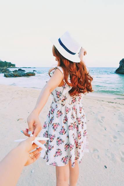 いっしょに行こう。ヒトデで手繋ぎ編のフリー写真画像|GIRLY DROP (2479)
