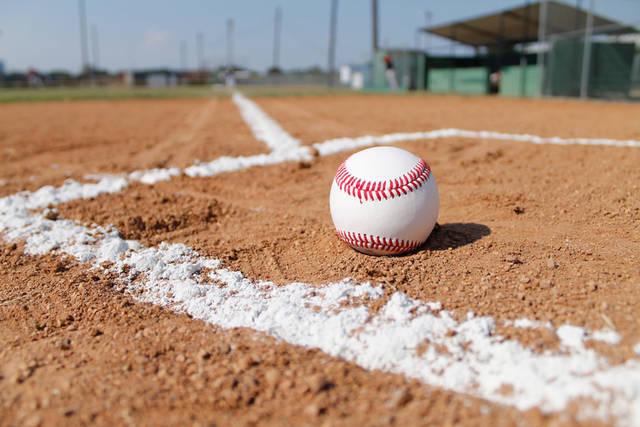 [フリー写真] 野球のグラウンドと硬式ボールでアハ体験 -  GAHAG | 著作権フリー写真・イラスト素材集 (2710)