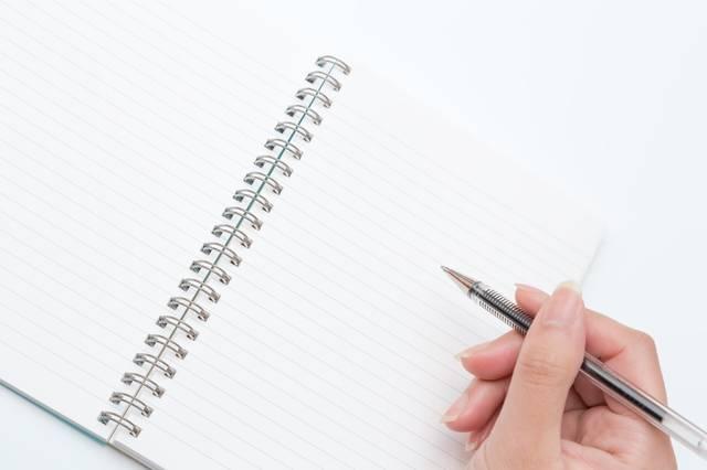 ペンを持つ手とノート|フリー写真素材・無料ダウンロード-ぱくたそ (2915)