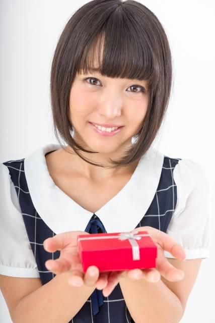 プレゼントを持つ女性3|写真素材なら「写真AC」無料(フリー)ダウンロードOK (3088)