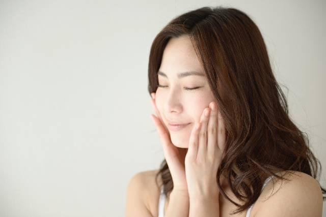 頬に手を当てる女性12|写真素材なら「写真AC」無料(フリー)ダウンロードOK (3090)